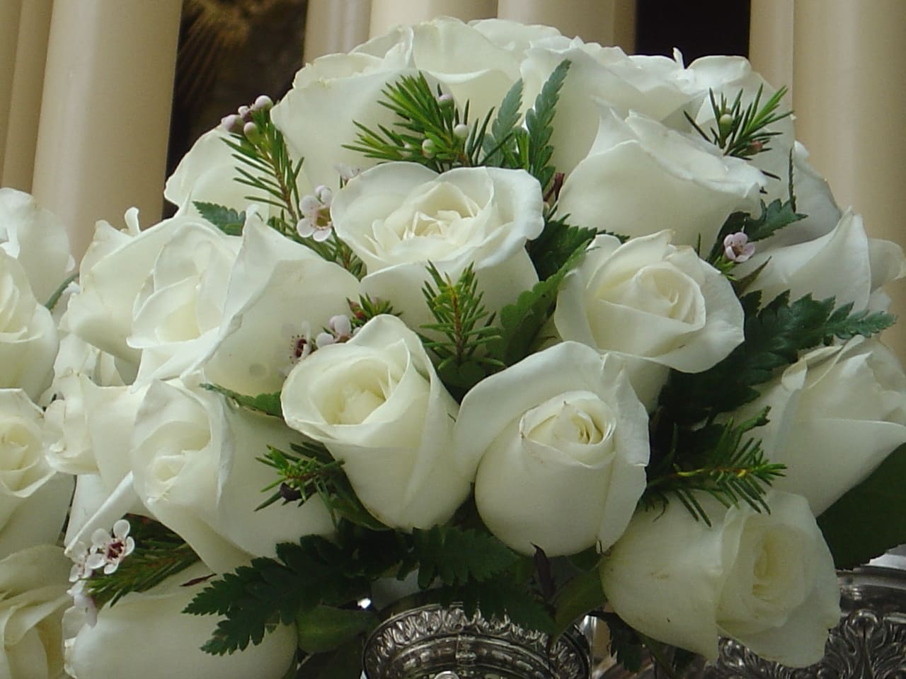 Красивые букеты из белых роз фото #8